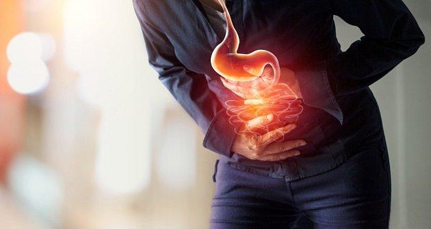 Med se skořicí úspěšně léčí bolesti žaludku