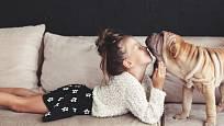 Je to výhra, když si vaše dítě a váš pes důvěřují a rozumí.