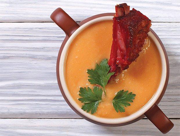 polévka z uzeného kolena