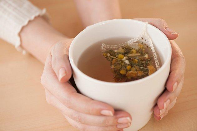Doporučená denní dávka heřmánkového čaje jsou maximálně tři hrnečky denně nebo jeden šálek na noc