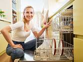Funguje ocet místo leštěnky do myčky nádobí?