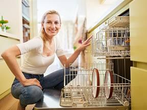 Funguje ocet namísto leštěnky do myčky nádobí?