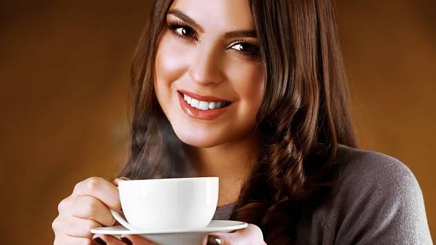 Káva je pro mnohé ženy nutným ranním společníkem.