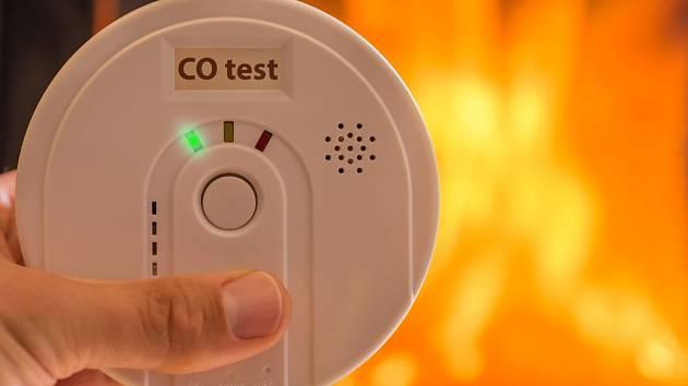 Oxid uhelnatý vzniká spalování při nedostatečném přístupu vzduchu