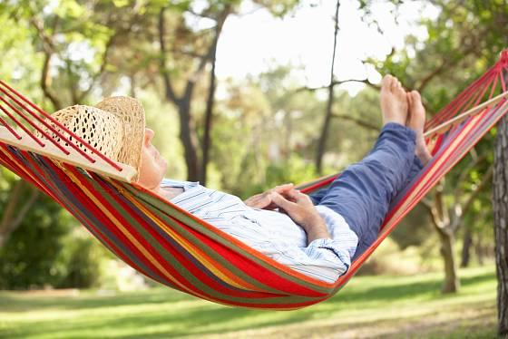 houpací síť - zasloužený relax po práci na zahradě