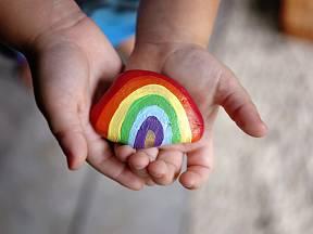Malování na kamínky je zábava pro děti i dospělé