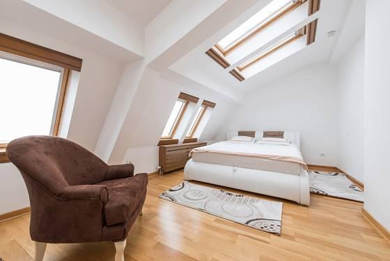Ložnice v podkroví je opravdový luxus.