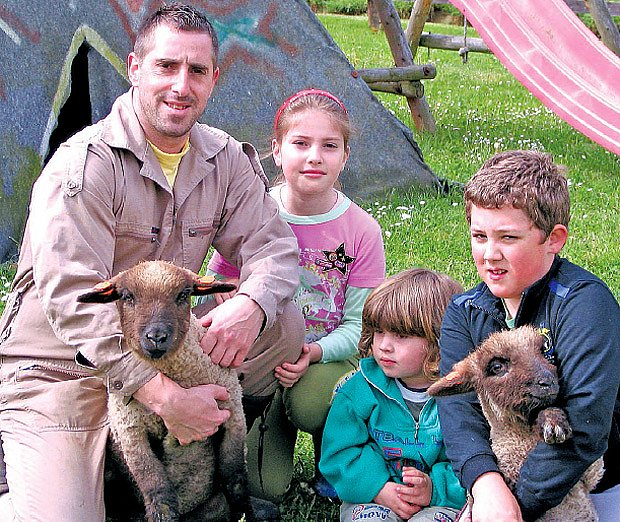 chovatel ovcí s rodinou