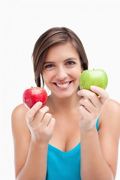 Sladká jablka jsou skvělým zdrojem sacharidů na výletě nebo před tréninkem.