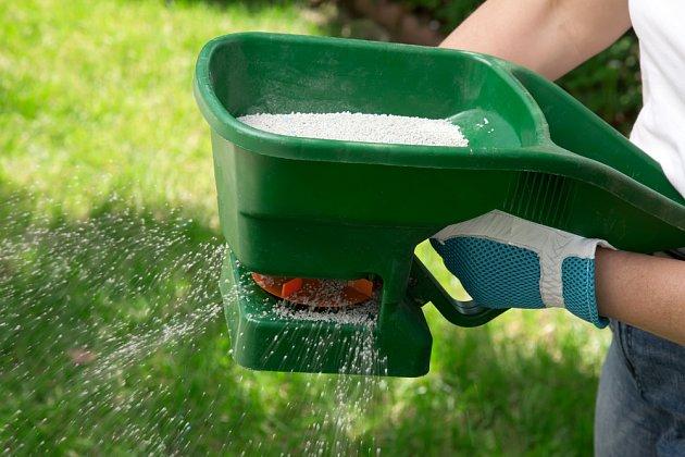 Ruční rozmetač hnojiva