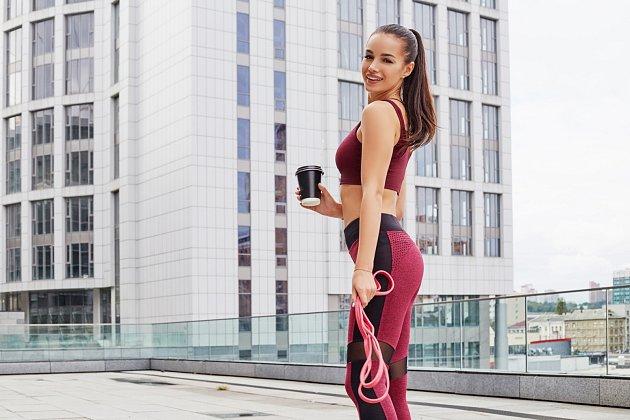 Ke každému šálku kávy si dejte vodu, abyste se vyhnuli dehydrataci