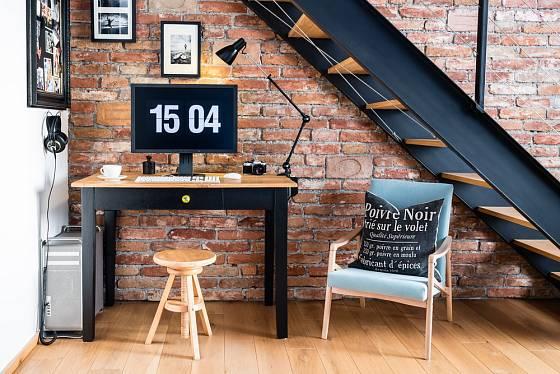 Kovové prvky v černé barvě jsou ideálním jednotícím prvkem průmyslového stylu.