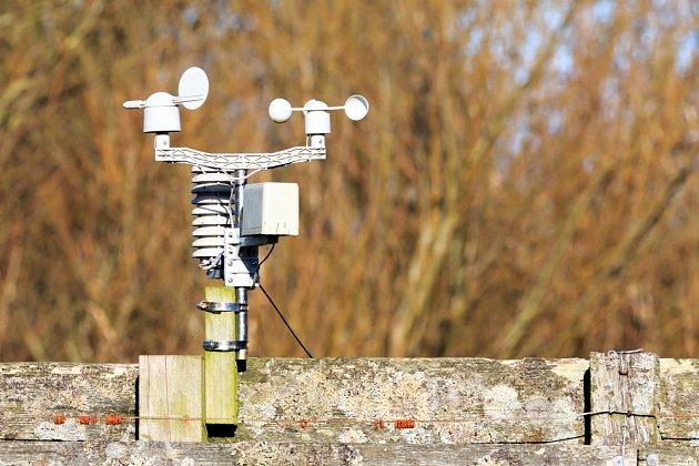 Anemometr měří větrné podmínky