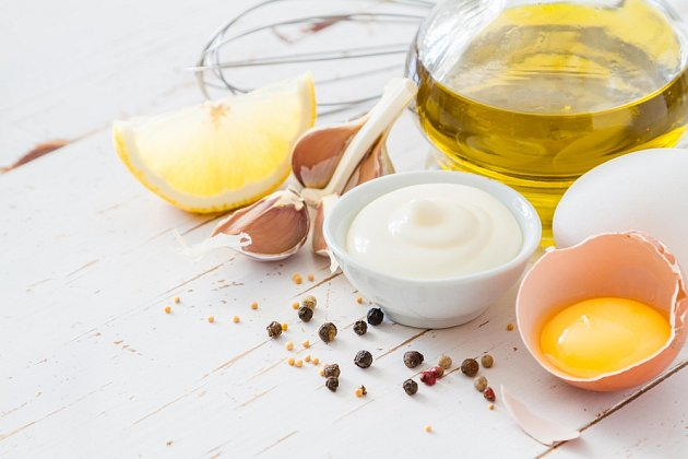 základ majonézy tvoří žloutky, olej a koření