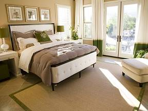 Postel tvoří dominantu ložnice