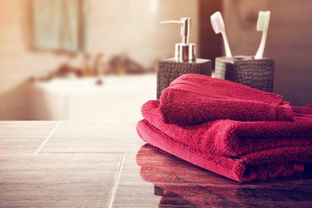 Ke zútulnění a proměně koupelny pomohou vodně zvolené doplňky včetně ručníků.