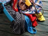 Na dovolené není často dostupná pračka a žehlička