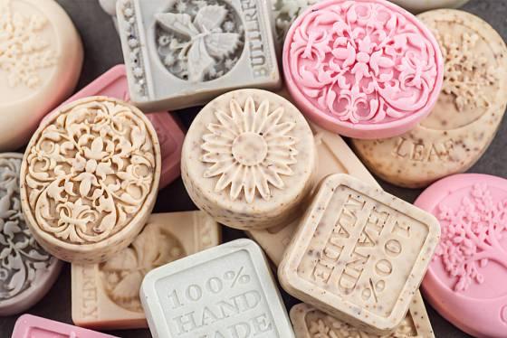 Mýdla ze silikonových fomiček mají krásné tvary