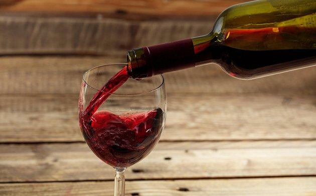 Červené víno má více kalorií než bílé