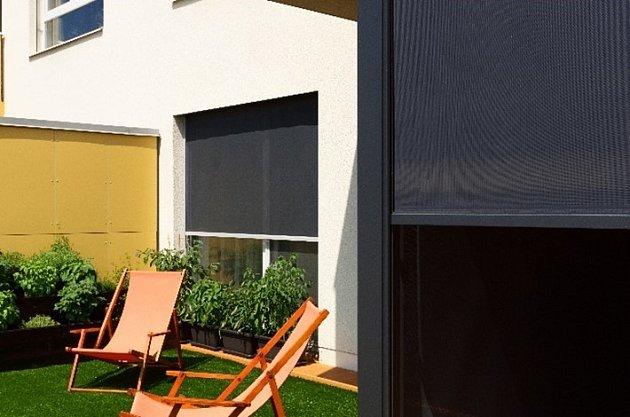 Svislá fasádní clona Unirol pro zatemnění oken u bytů
