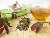 Odvar z listí ořešáku poslouží při bolestech v krku.
