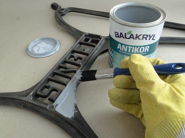 Antikorozní nátěr prodlouží životnost kovu a předejde zrezivění.