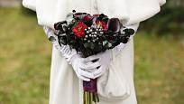 Temně fialové kaly volí nevěsty milující originalitu.