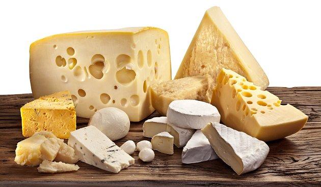 Většina sýrů má vysoký obsah kalorií a tuku.
