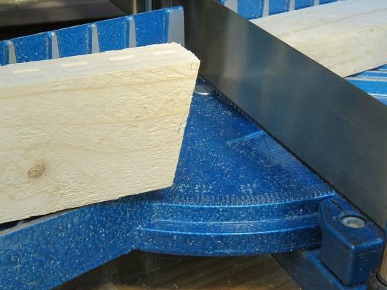 Výroba dřevěné trojnožky: Úhel pro nohy je 75 °