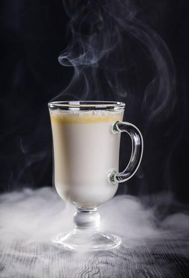 Zkuste netradiční bílou horkou čokoládu.