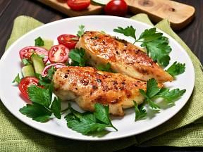 Kuřecí prsa patří k dietním pokrmům.
