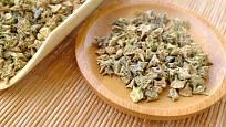 Sušené plody kotvičníku zemního jsou poltivé bradavičnaté tvrdky s ostny.