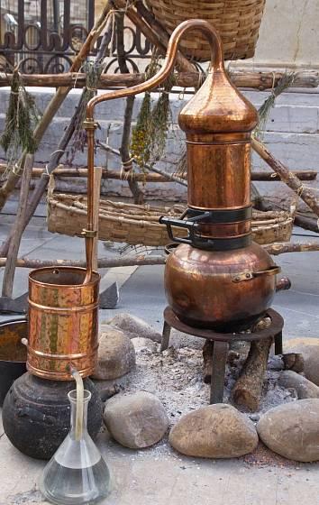 Silice se vodní parou destilují již tisíce let
