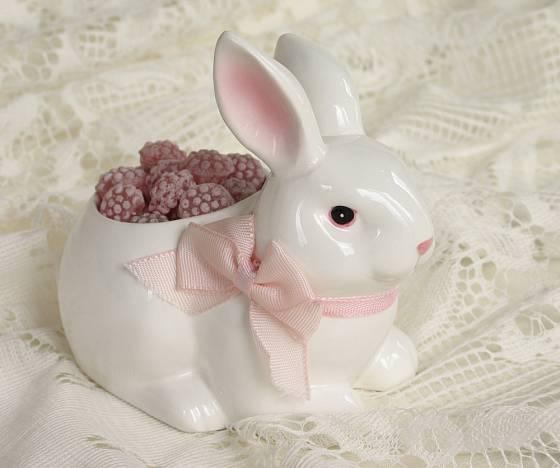 Dózička na cukrovinky může mít také tvar zajíčka nebo králíčka.