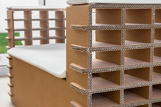 Pohodlné křeslo se dá vyrobit i z papírových kartonů.