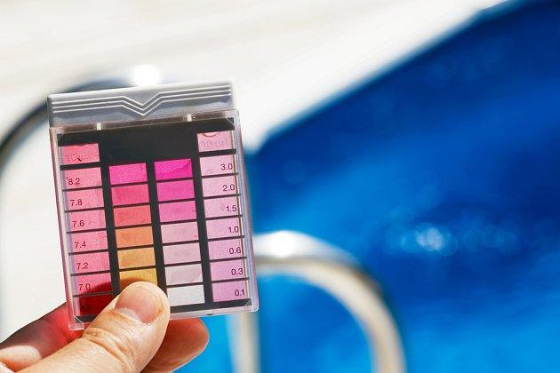 Kontrola hodnoty pH vody je velmi důležitá.