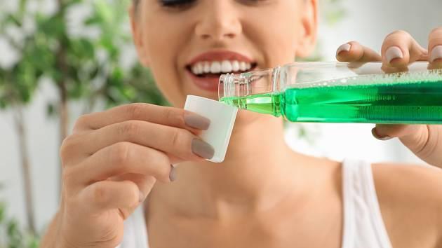 Z pohledu medicíny jde o tekutinu s protizánětlivými, protiplísňovými a analgetickými účinky.
