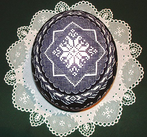 škrábaná a batikovaná kraslice