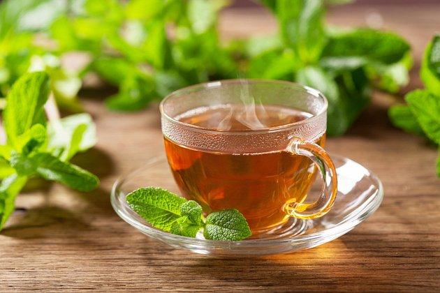 Mátový čaj je možné užívat dlouhodobě.
