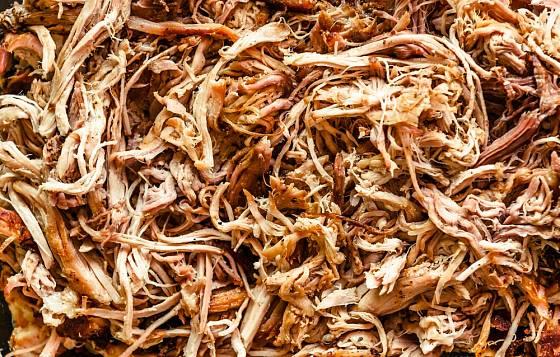 Trháné maso je šťavnaté a plné chuti.