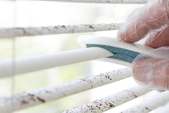 Speciální pomůcky čištění lamel výrazně usnadní.