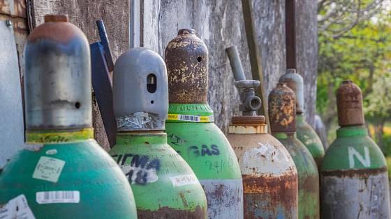 Plyn pro svařování musel být stlačen do lahví