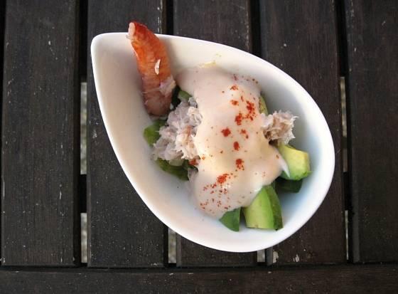 Krabí salát s avokádem a omáčkou