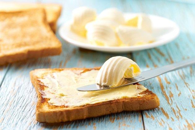 Kvalitní máslo má podíl mléčného tuku mezi 80 a 90 procenty