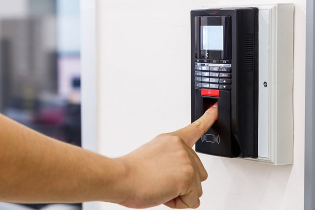 Bezpečnostní dveře na kód.