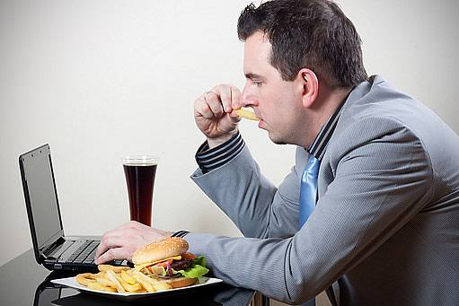 Pokud má člověk přes týden sedavé zaměstnání, není dobrý tvrdý víkendový trénik.
