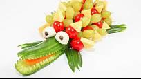 Krokodýl ze salátové okurky potěší hlavně děti.