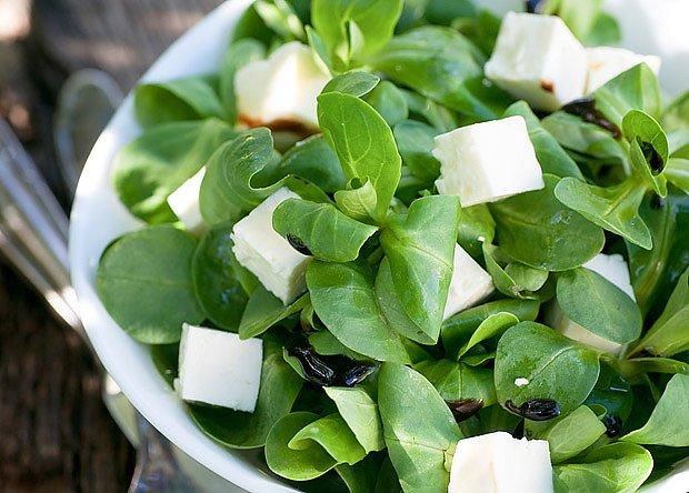 Salát polníček chutná podobně jako salát hlávkový