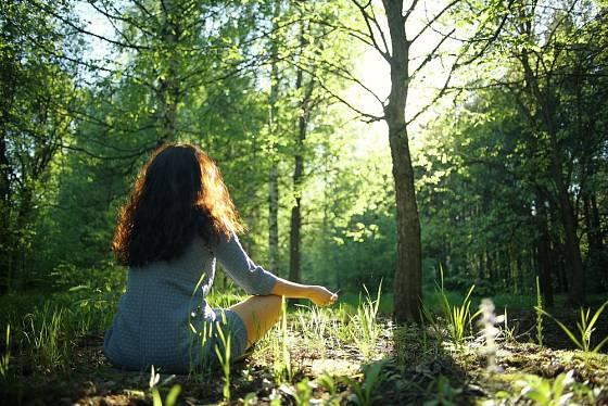 Pro zdravý spánek je důležitý i relaxace a pohyb přes den