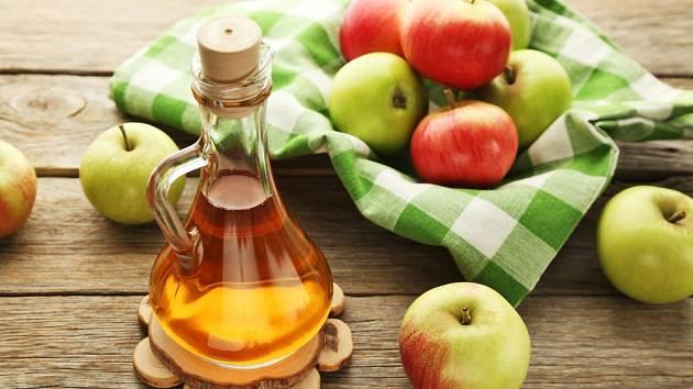 Jablečný ocet zabírá na fibromy i bradavice.